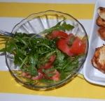 sałatka z rukoli i pomidorów