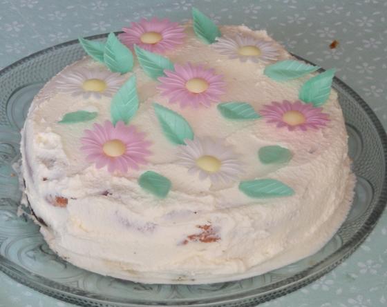 Tort śmietanowy z mascarpone i malinami