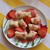 Kluseczki leniwe z sosem truskawkowym