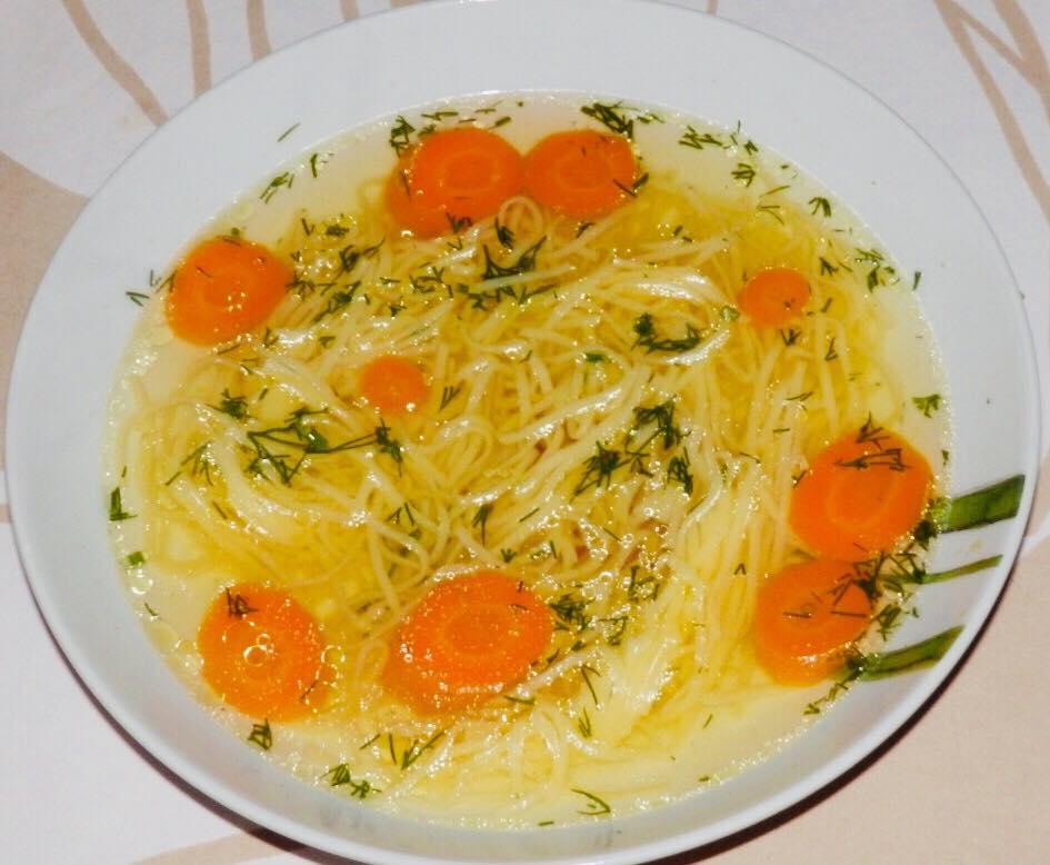 rosół domowy z makaronem